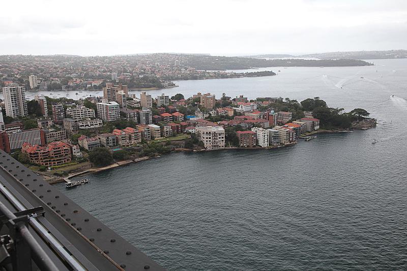 シドニー湾の北東側には住宅街が広がる