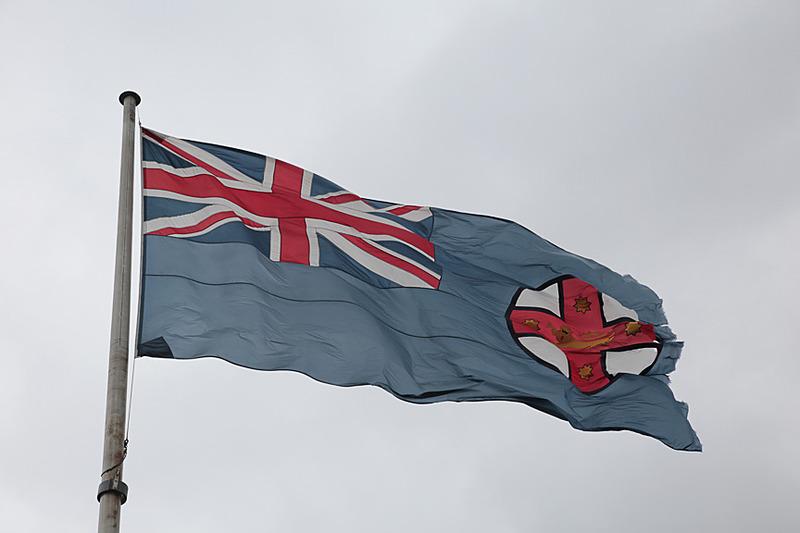最上部で強風にあおられているのはNSW(ニュー・サウス・ウェールズ)の州旗だ