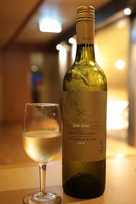 """オーストラリアワイン、WOLF BLASSの""""Gold Label ~Adelaide Hills~""""。クリーミーな口当たりで、深いコクがある"""