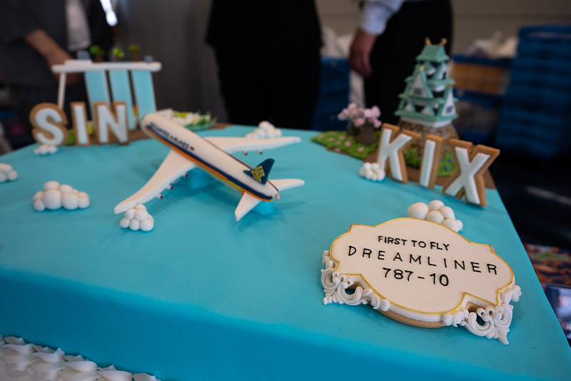ボーイング 787-10型機が関空~シンガポール線で運航されることを記念したアートケーキ