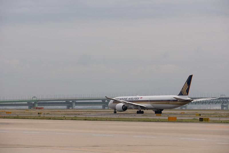 A滑走路へ向かい、24L滑走路から離陸。日本発のボーイング 787-10型機運航初便は満席での運航となった