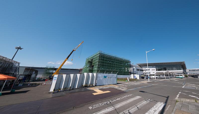 仙台国際空港株式会社が、仙台空港西側に建設中の新たな搭乗施設「ピア棟」の工事現場を報道公開した