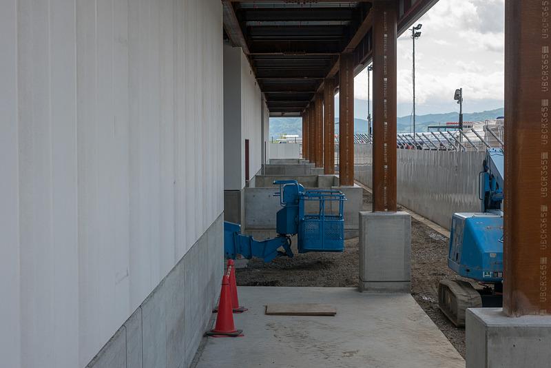 徒歩ゲートの1階出入り口部分。ここからエプロンルーフを通って航空機にアクセスする
