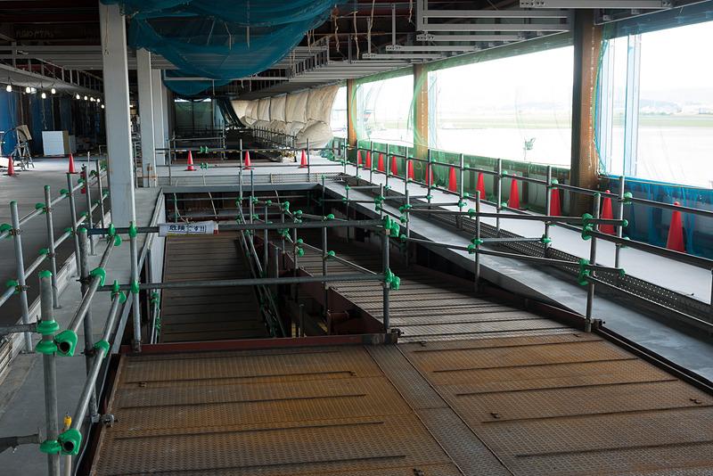 1階と2階を結ぶスロープ。徒歩で移動する