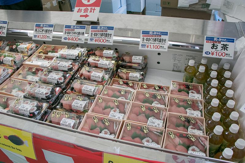 肉食系のブースが多いなか、堺から出店した大起旗水産によるお寿司ブースでは、握り寿司やちらし寿司などを販売