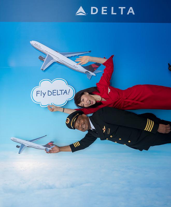 デルタ航空のブースでは「空飛ぶ写真」を撮れる