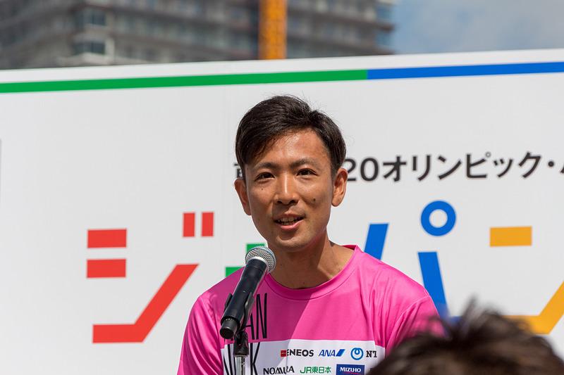 アスリートを代表してあいさつする渡部暁斗さん