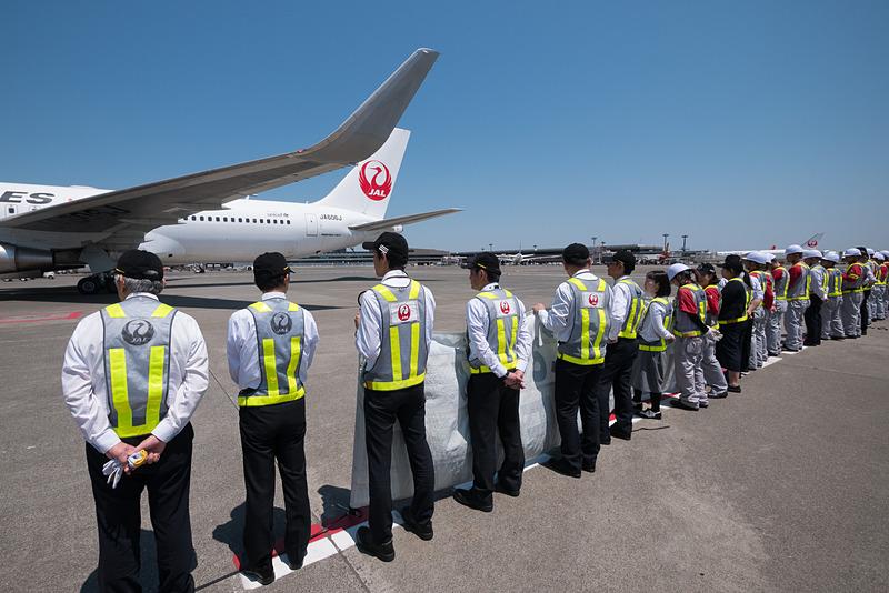 出発を待つJL941便。SKY SUITE仕様のボーイング 767-300ER型機(SS6、登録記号:JA606J)を使用
