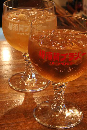 「横須賀ブラジャー」はブランデーをジンジャーエールで割ったご当地カクテル