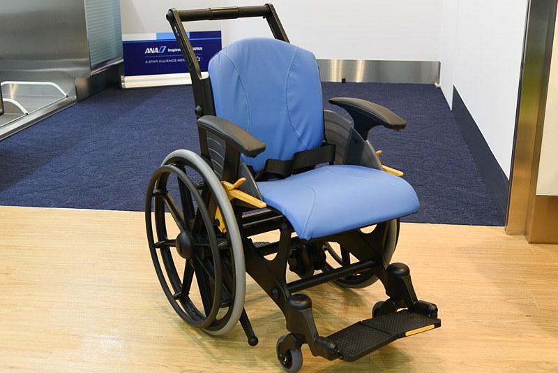 樹脂製車椅子「Morph(モルフ)」
