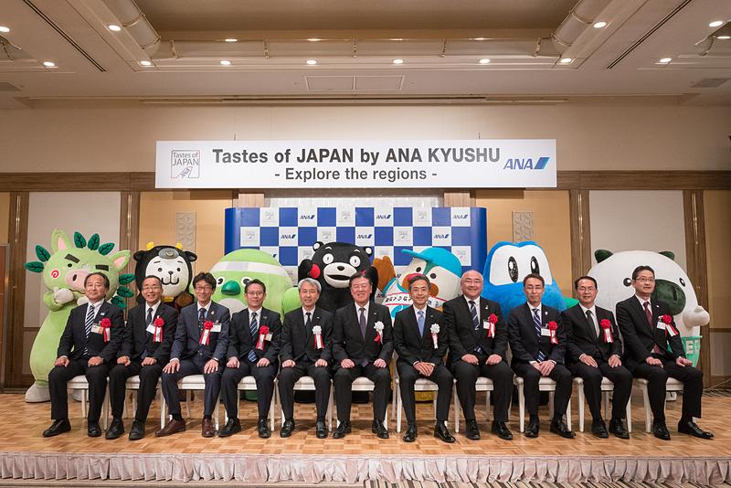 記者発表会にはANA、九州観光推進機構、各県の代表者とご当地キャラクターが集結した
