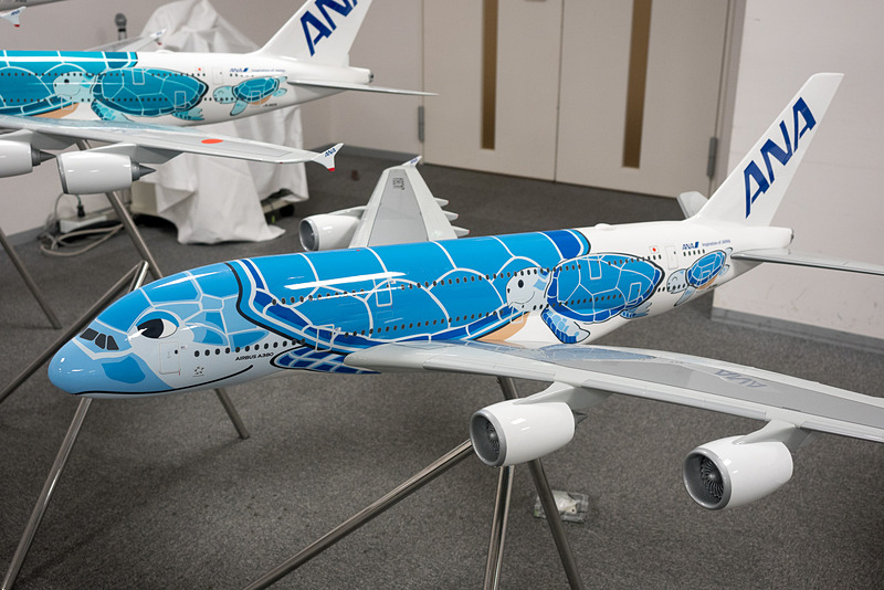 「ハワイの空」をイメージしたANAブルーの機体、