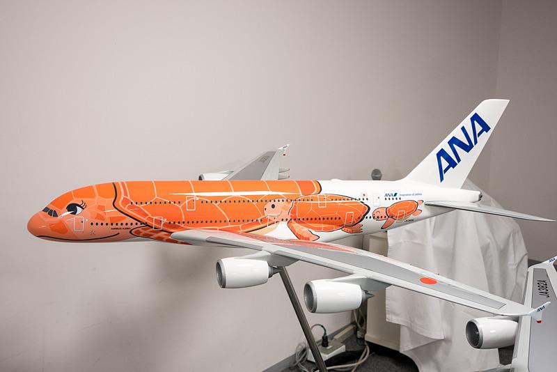 「ハワイの夕陽」をイメージしたサンセットオレンジの機体
