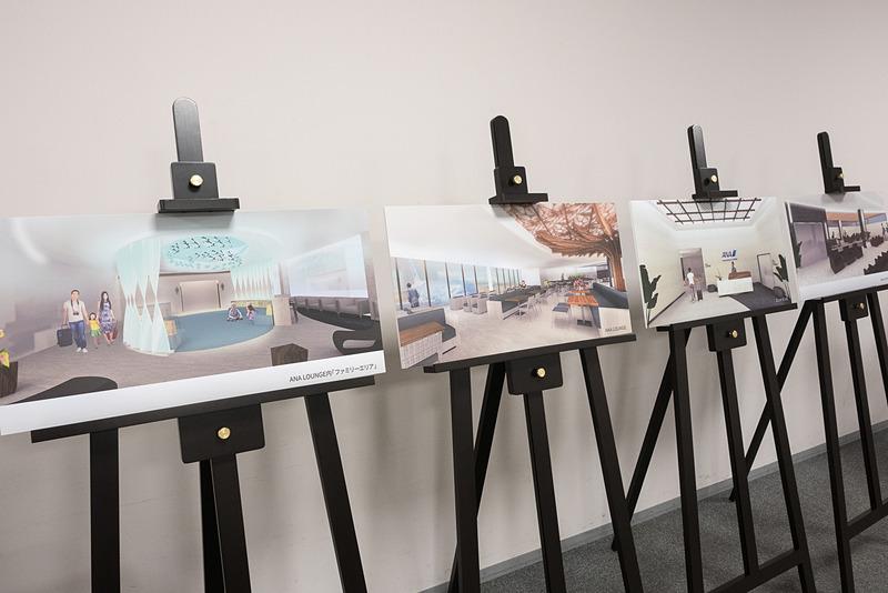 会見場にはダニエル・K・イノウエ国際空港に設置する自社ラウンジのイメージパネルを展示した