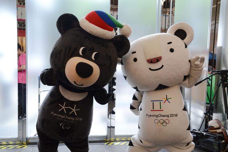 2018平昌(ピョンチャン)冬季オリンピック大会マスコットキャラクターのバンダビとスホランも会場を盛り上げる