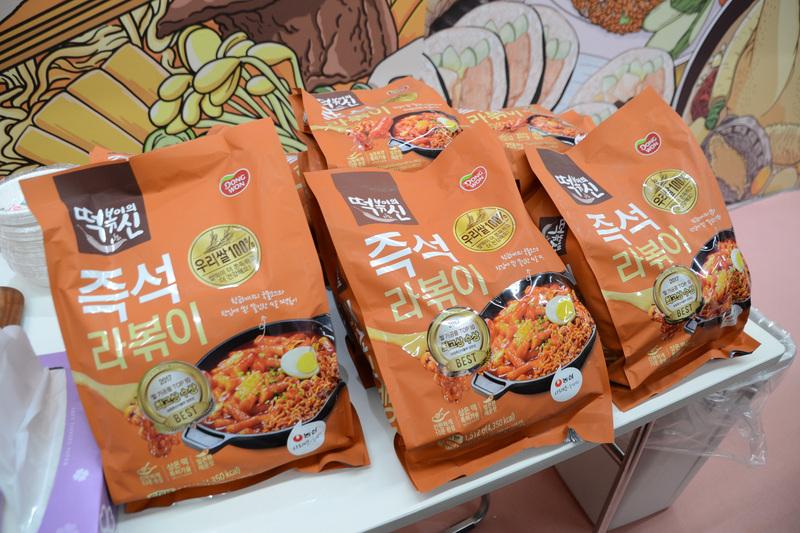 別のブースでは韓国の食材も紹介。トッポギとラーメンを合わせたラッポギ