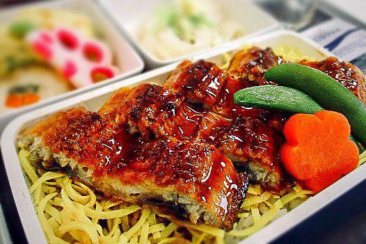 787-10型機の名古屋就航を記念して、うなぎを使用した機内食をセントレア~シンガポール線の全クラスで提供する(画像提供:シンガポール航空)