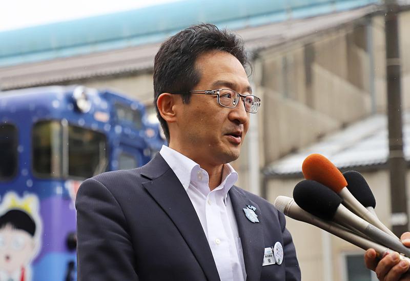 「あめつち」について説明するJR西日本 米子支社 車両課長の伊東克敏氏