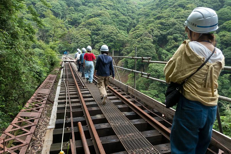 第一白川橋梁を渡る