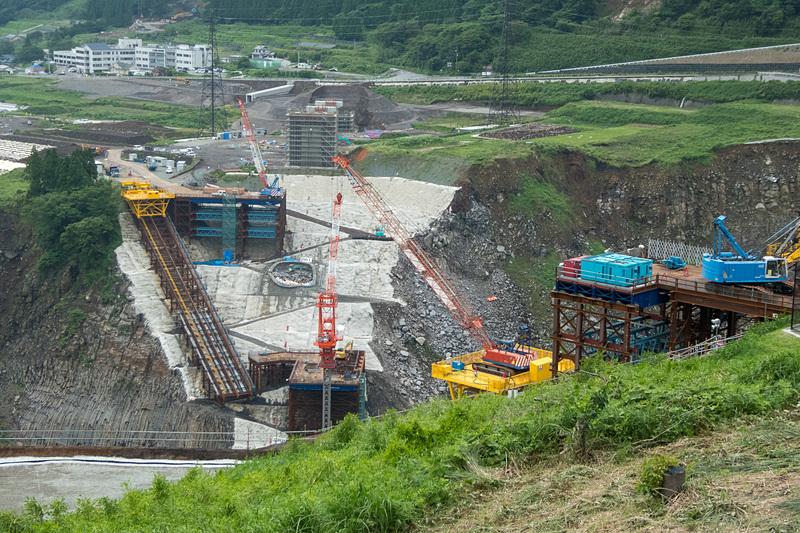 新しい阿蘇大橋の建設現場