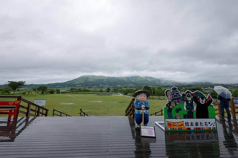 (天気がよければ)阿蘇の雄大な山を望める展望デッキ