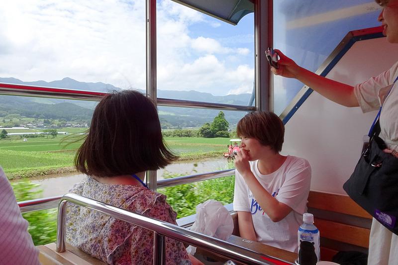 窓のないトロッコ列車。思い出に残るきれいな写真を思う存分、撮影できる