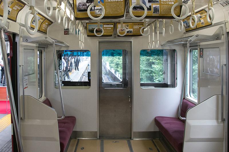 花電車は品川駅の3番線に停車