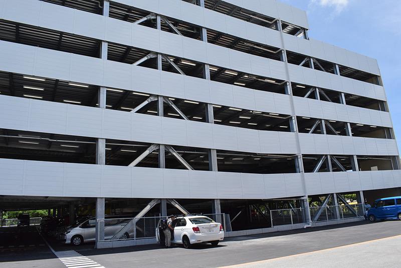 6階建ての駐車場を新設。キャパシティが180台から約1000台に増えた