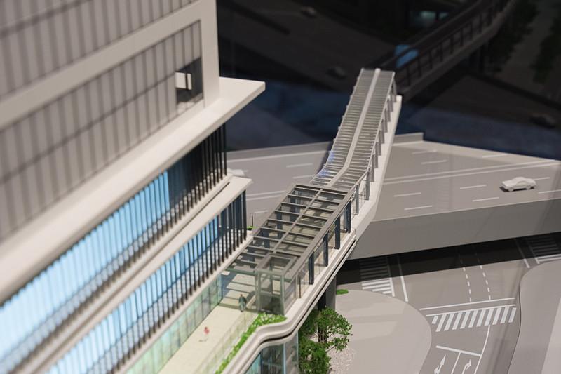 歩行者デッキは業務棟の3階に直結