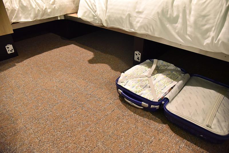 スーツケースを開いたまま収納できるスペースが本当に便利!