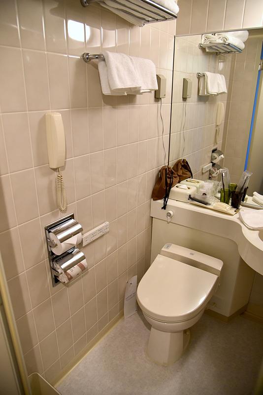 レストルームは温水洗浄便座を完備