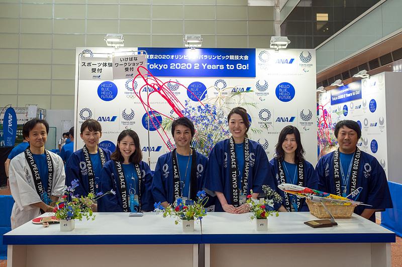 7月28日には羽田空港 国内線第2旅客ターミナル2階出発ロビーで、卓球体験会といけばなワークショップを開催