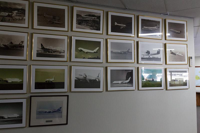 会社の概要を説明した会議室には歴代の飛行機の写真が飾られていた。そのなかにはエア・パシフィック時代のボーイング 747型機の姿もあった