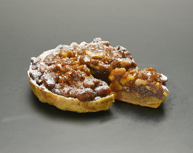 キャラメリゼしたクルミを使った「くるみとキャラメルのパイ」(1620円)