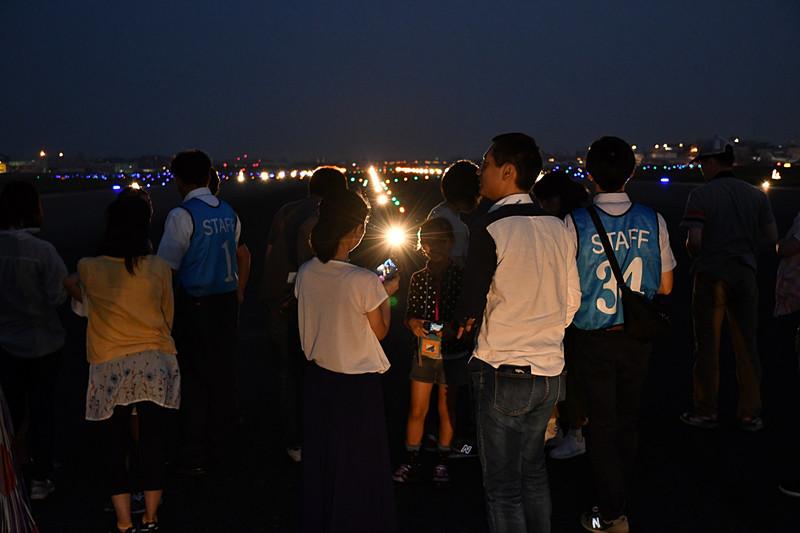 福岡空港が滑走路を間近で体感できるイベント「福岡空港ランウェイウォーク2018」を開催した