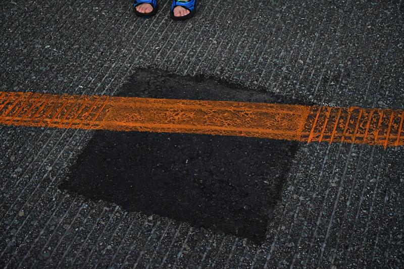 7月22日の悪天候による落雷の影響で滑走路に穴があいた箇所。1時間ほど滑走路を閉鎖して応急処置されたが、深夜に本格的な工事が行なわれたとのこと