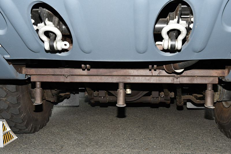 車両下部にも消火剤をまくためのノズルがある