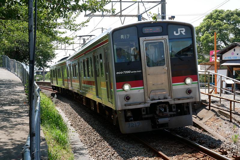 普段は駅として営業しておらず、すべての列車が通過する(8月3日に撮影)