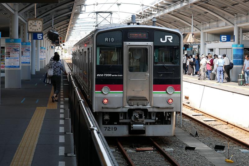 まず、午前9時4分発のサンポート南風リレー号に乗り丸亀駅へ