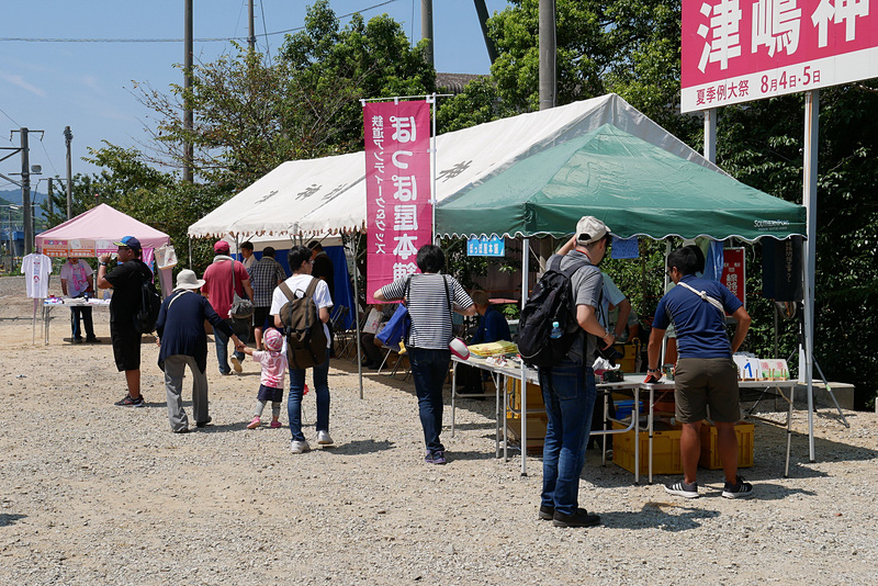 営業日には、鉄道グッズの売店や待合用のテントも設置される
