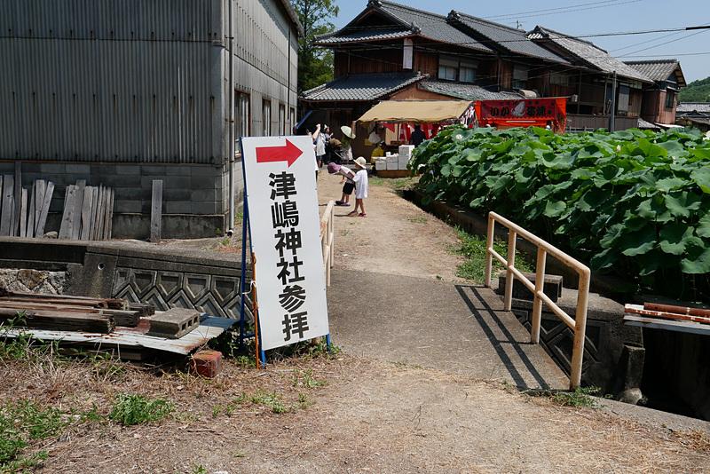 津嶋神社は、津島ノ宮駅から徒歩1~2分ほどの距離。駅横の路地を抜けた先が参道となる