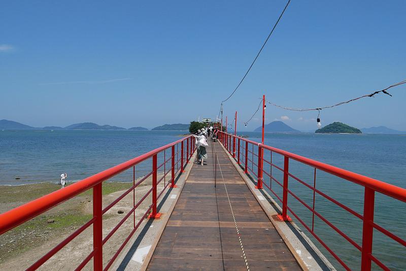 つしま橋の上は爽やかな海風で涼しく、猛暑日ながら比較的快適だった