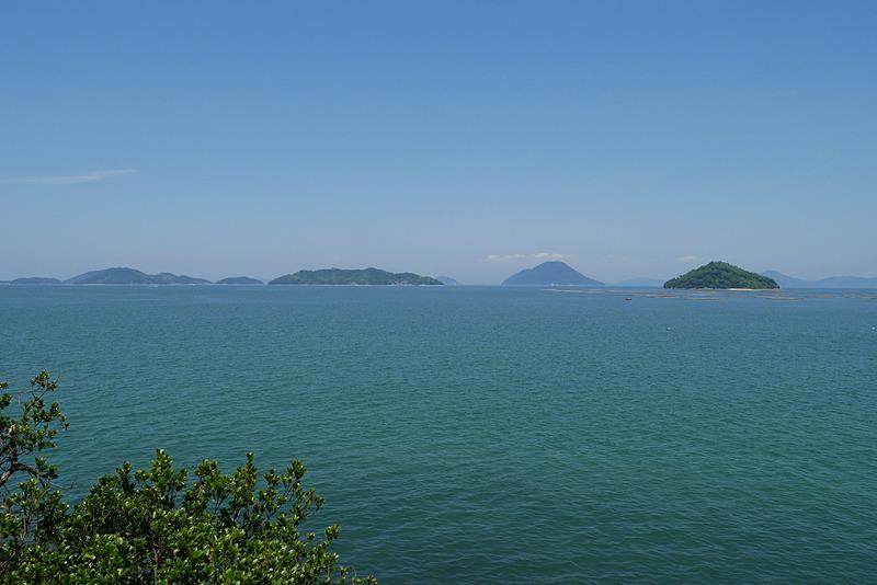本殿奥からの瀬戸内海の眺め。よく晴れていたこともあるが、瀬戸内海らしい素晴らしい眺望に心が洗われる