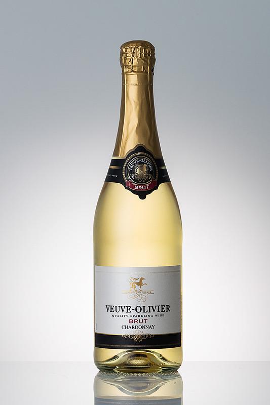国際線プレミアムエコノミー/エコノミークラスで提供するスパークリングワイン「ヴーヴ・オリヴィエ・ブリュット」。スパークリングワインは、従来からの欧米路線に加え、9月から北米/オセアニア/一部の東南アジア路線でも提供を始める