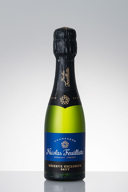 国内線プレミアムクラス(羽田~伊丹/新千歳/福岡/那覇線)でシャンパンの提供を開始。「シャンパーニュ・ニコラ・フィアット・レゼルヴ・エクスクルーシヴ・ブリュット」を提供する