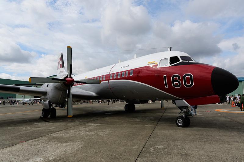 「第30回 札幌航空ページェント」で展示された航空自衛隊 飛行点検隊の「YS-11FC」