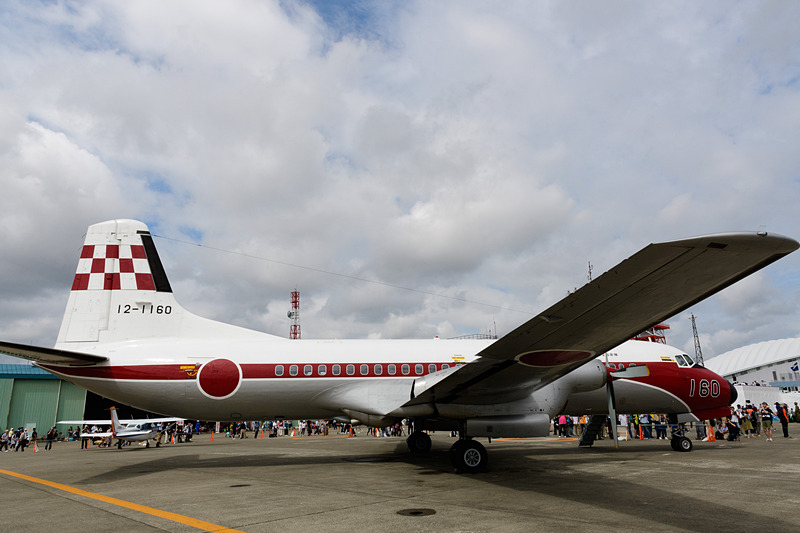 現在も飛ぶことが可能なYS-11は日本に数少ない。最も多く運用しているのが自衛隊。12-1160号機はオリジナルのダート Mk542-10エンジンのため、とくに線が細く見える