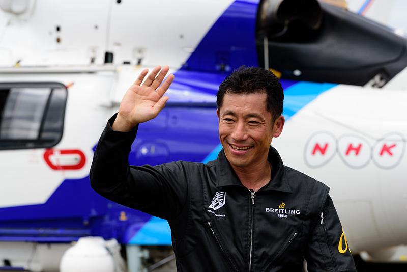アクロバット飛行を披露した「レッドブル・エアレース」世界チャンピオンの室屋義秀選手