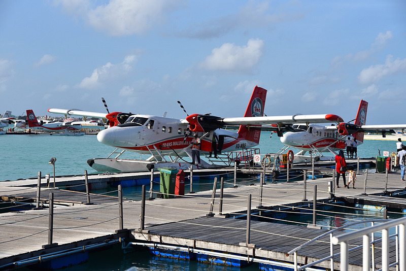 ずらりと水上機が並ぶ駐機場