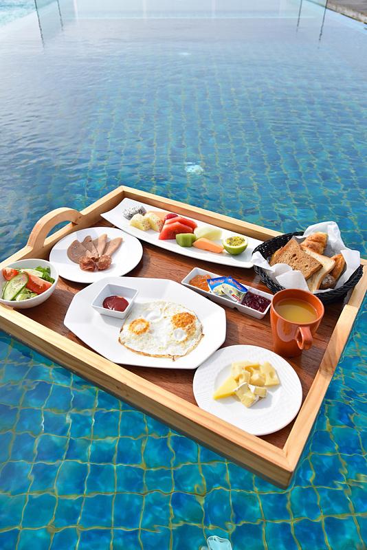 「Floating Breakfast」で朝からエネルギーチャージ。写真は1人前だが、通常は2名から